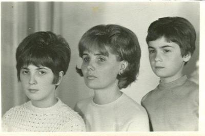 Olimpia, her mother and her older sister ( from right to left)